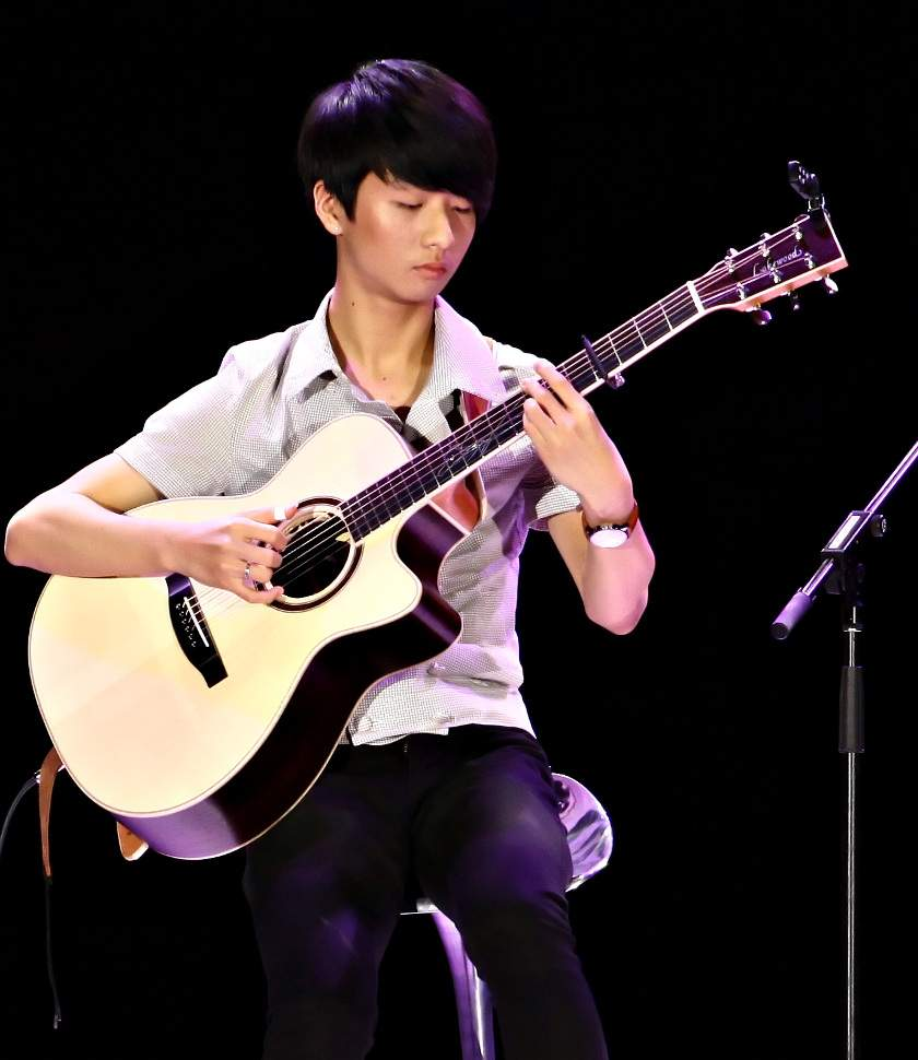 Sungha Jung photo