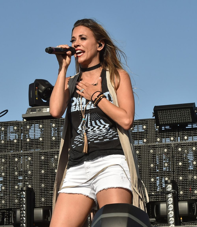 Jana Kramer photo